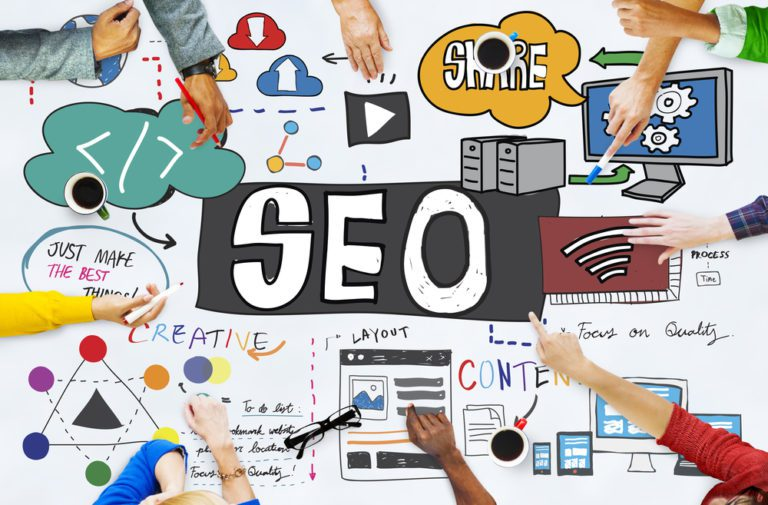 seo table with hands pointing